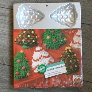Wilton Mini Christmas Tree Cake Pan 6 Servings